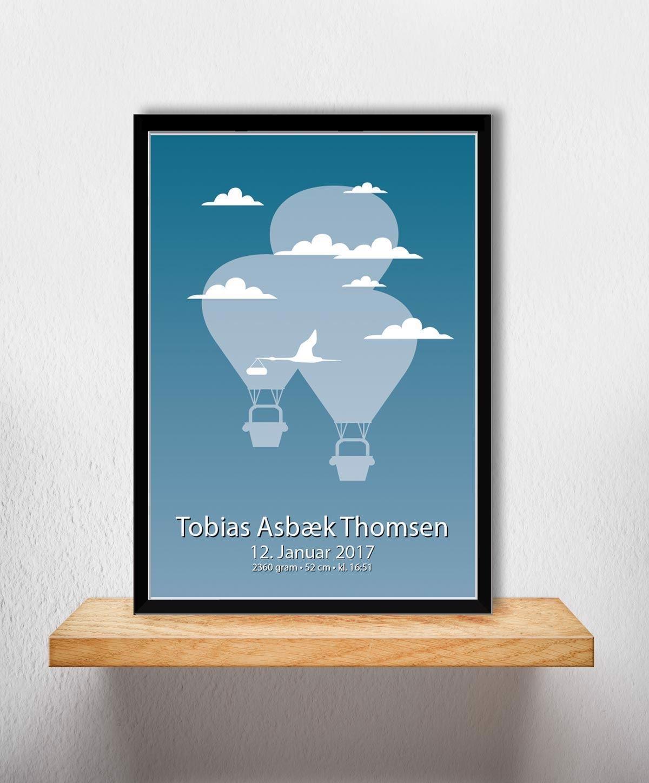 Image of Fødselsplakat | Blå Luftballon A4 (Fødselsplakat 1-ballon A4 Blå-Sort Ramme)